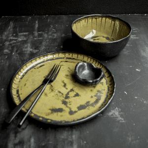 green glaze met zwart bowl en bord made by Marc hip tafelen DSC_0030