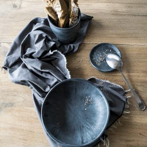 Komen side plate hand made Hip by marc keramiek Rubber collectie