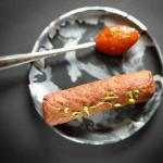 marmer bordje met lepel servies hip tafelen