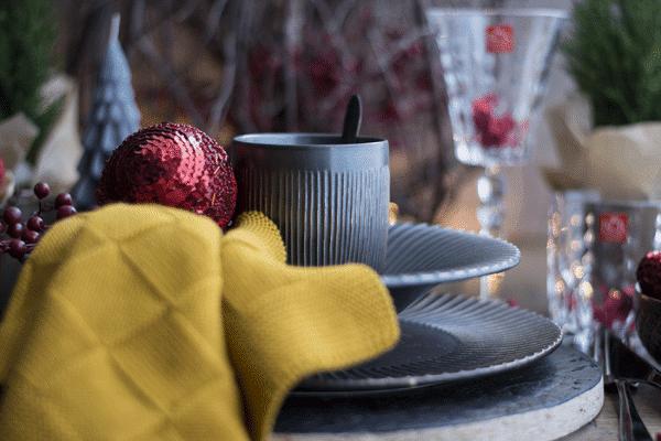 Kersttafel mat zwart met rood