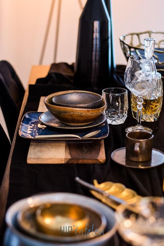 Gedekte tafel, tafelstyling, brons met blauw en goud